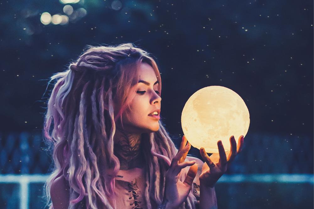 vrouw met maan - vrouw en maan